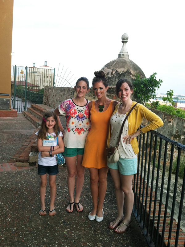 girls exploring old san juan1