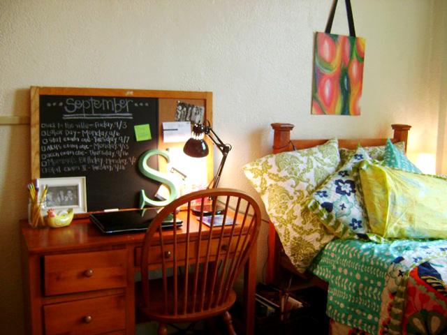 Sarah desk bed1